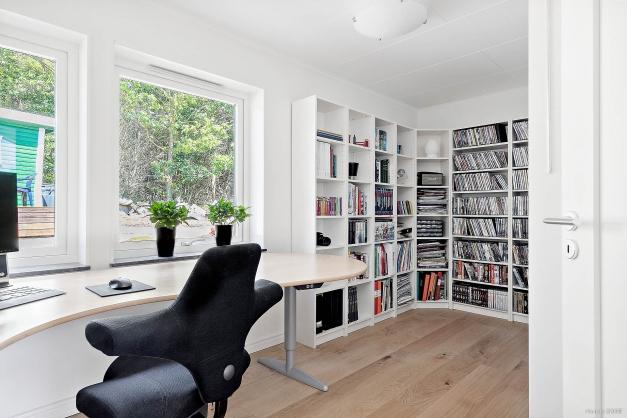 Detta rum används i dagsläget som ett kontor. men går enkelt att göra om till ett sovrum om så önskas.