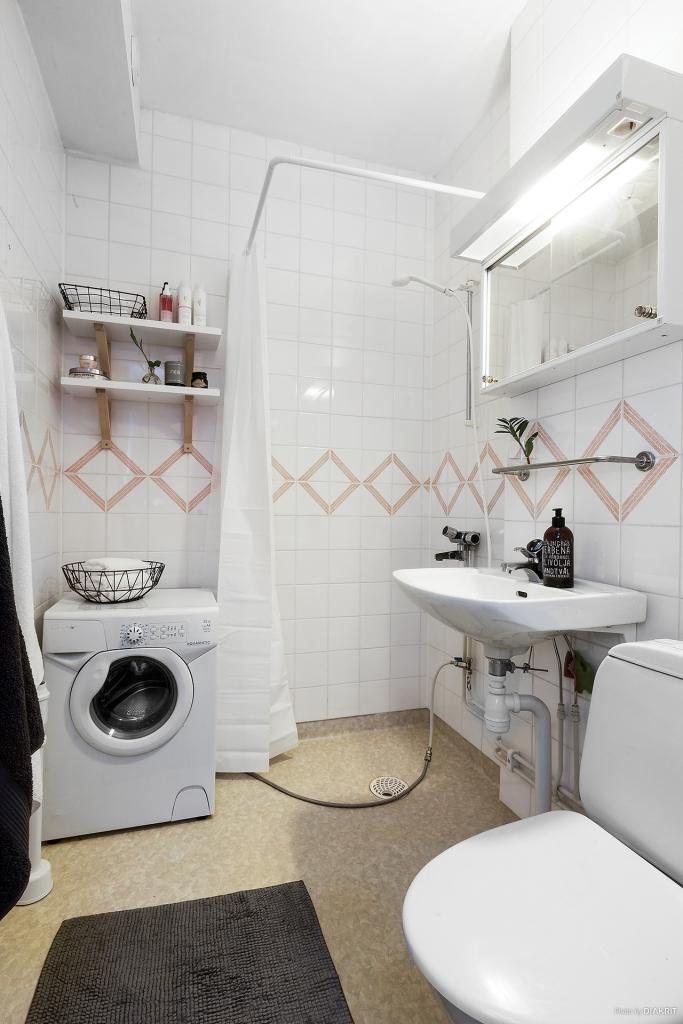 Toalett/dusch med egen tvättmaskin