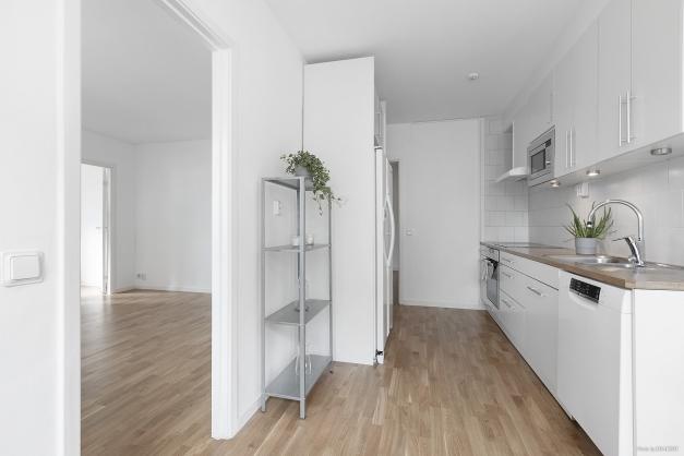 Kök och öppning till vardagsrum
