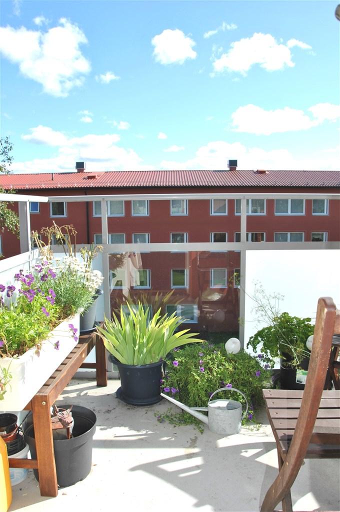 Del balkongen med utsiktsdel nedåt