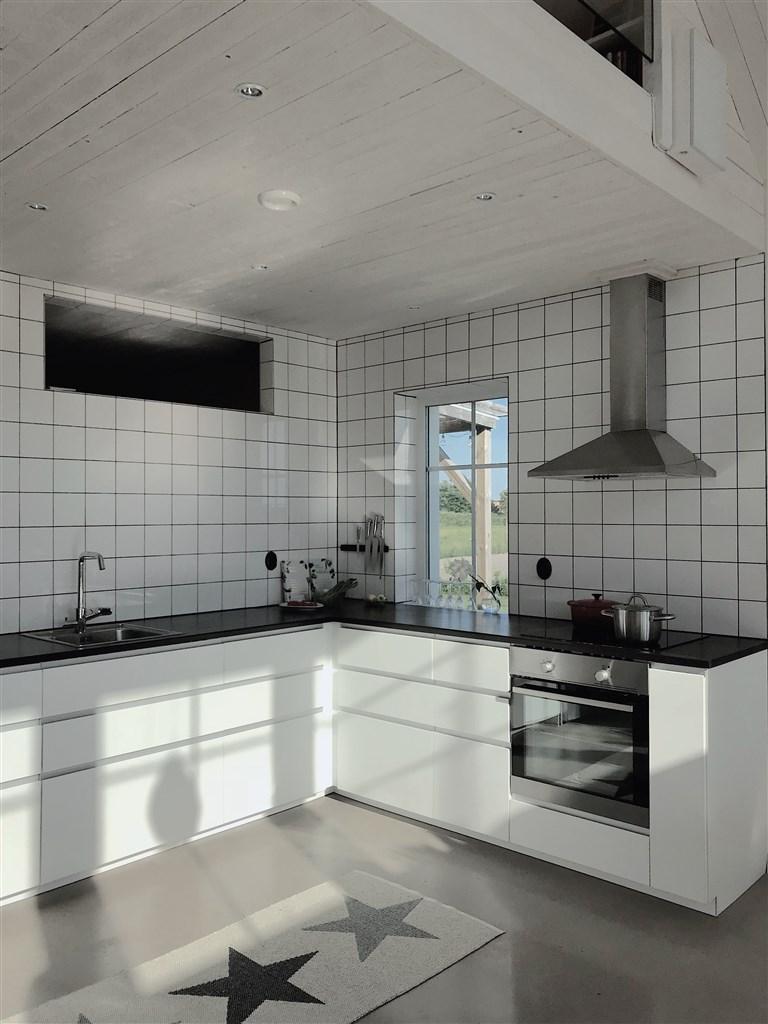 Öppna och väldisponerade ytor med klassiskt designspråk.