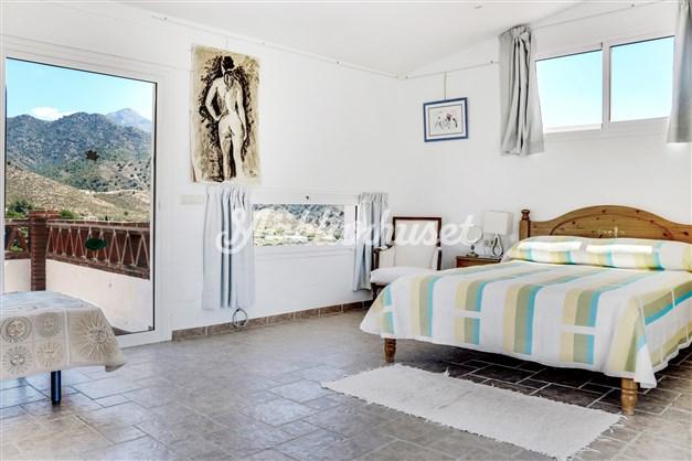Sovrum 3 ligger en våning upp och har badrum intill och 2 terrasser