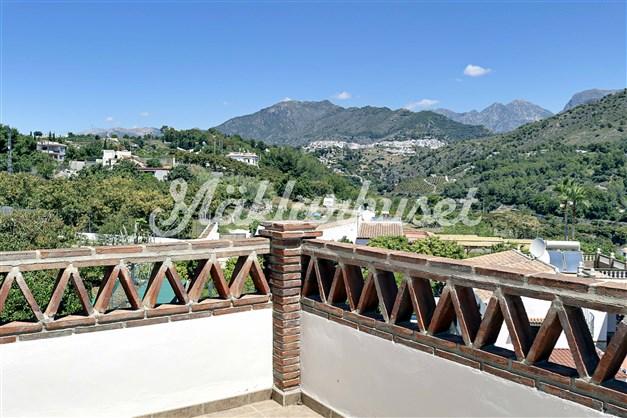 Utsikt mot Frigilina från terrassen i öster utanför sovrum 3