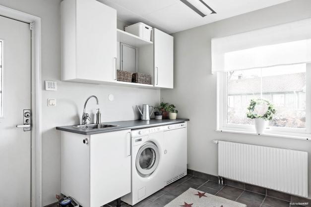 Tvättstuga/groventré med klinker med golvvärme