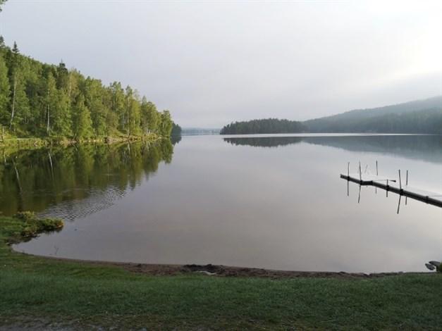 Badplats vid södra delen av Bengtsbrohöljen (säljares bild)