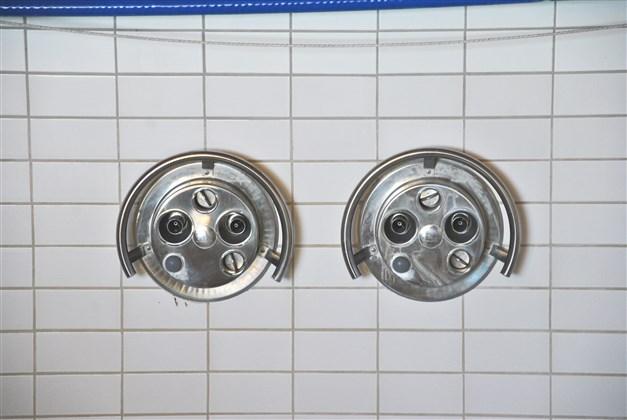 Två rejäla och steglösa motströmsanläggningar (5 hk vardera) gör att man kan till exempel kan träningssimma i poolen