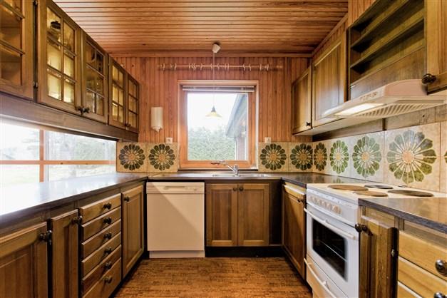 Barkök med original köksinredning. Här ligger det golvvärme (el)