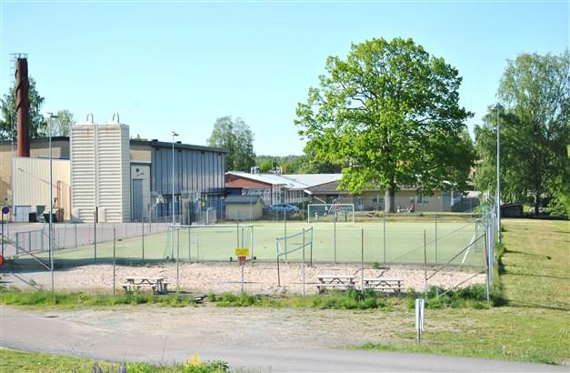 Sporthall och möjligheter till utesport finns ca 1 km från huset