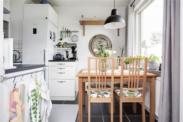 I köket finns plats för köksmöbel.