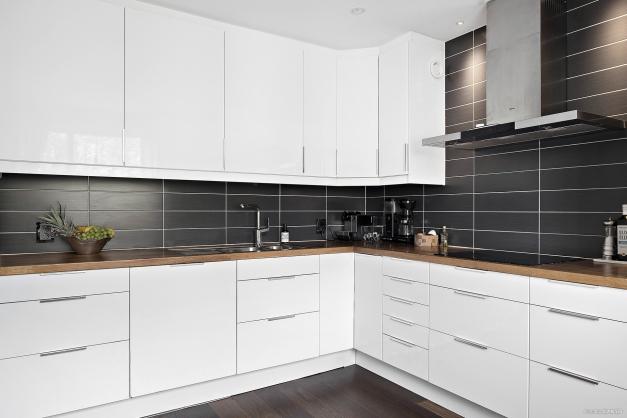 Välutrustat kök där du även har gott om skåp.