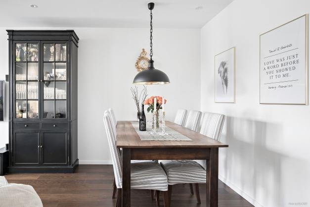 Rymligt med plats även för matbord i vardagsrummet.