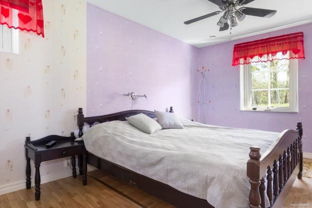 Sovrum, tidigare två rum, går enkelt att avdela igen.