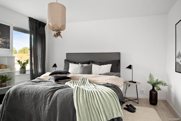 Ett ljust och luftigt sovrum