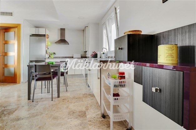 Kitchen from entrence