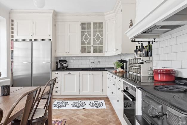 Köket är platsbyggt och kommer från Åraslövs snickeri