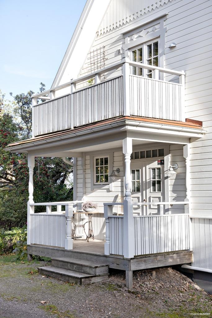 Trevlig veranda som välkomnar