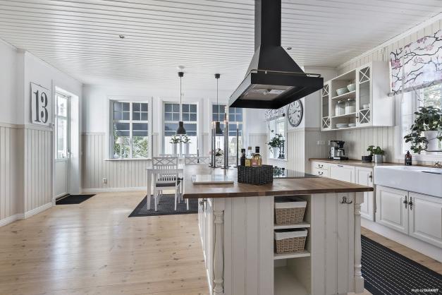 Rymligt kök med utgång till altan