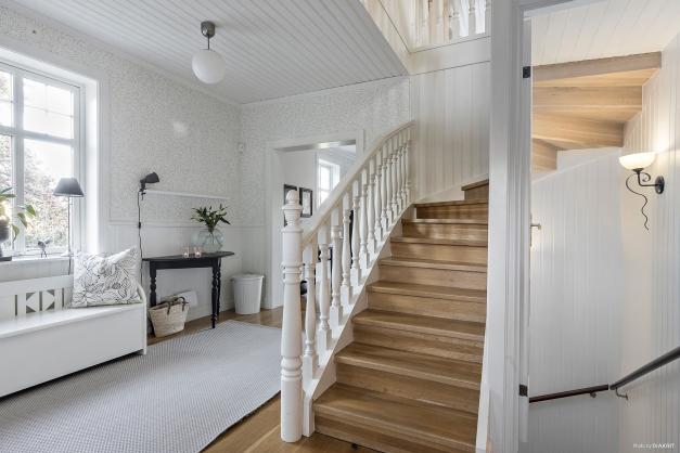 Hall med möblerbar yta