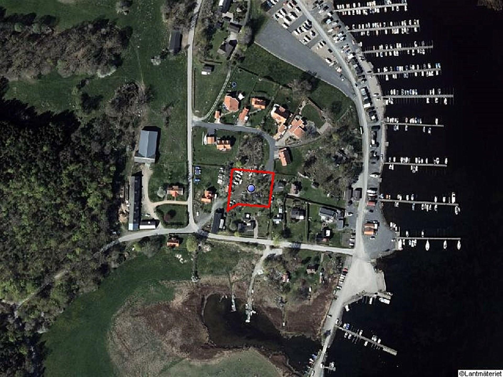 Flygfoto över tomten, hämtad från google earth.
