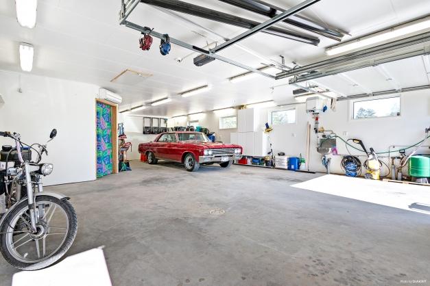 Fantastiskt garage uppfört 2008 med plats för 3 bilar