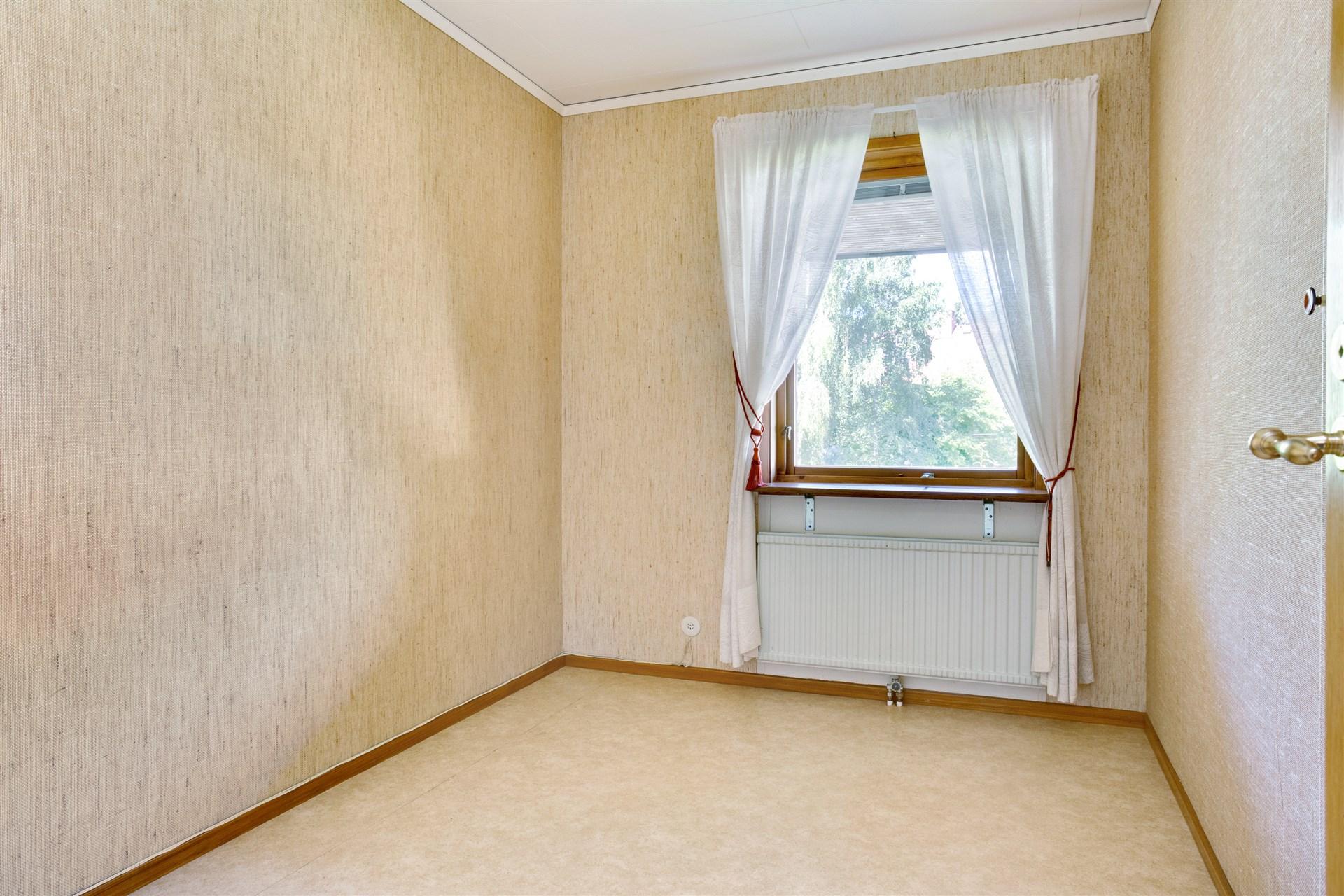 Sovrum 1 med 1 garderob.