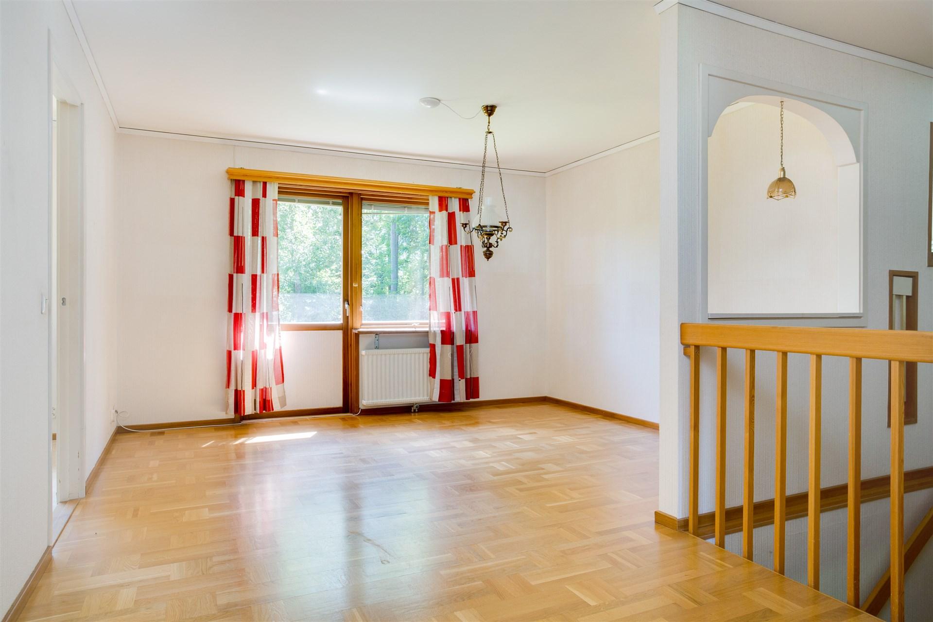 I en del av hallen kan ytterligare ett rum skapas för den som önskar.