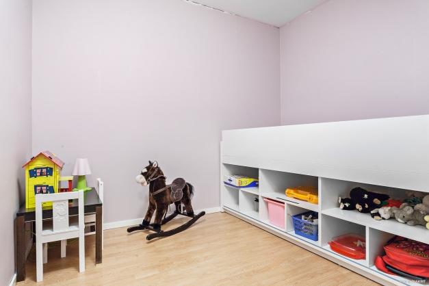 Mindre rum eller arbetsrum. Idag möblerat med en säng