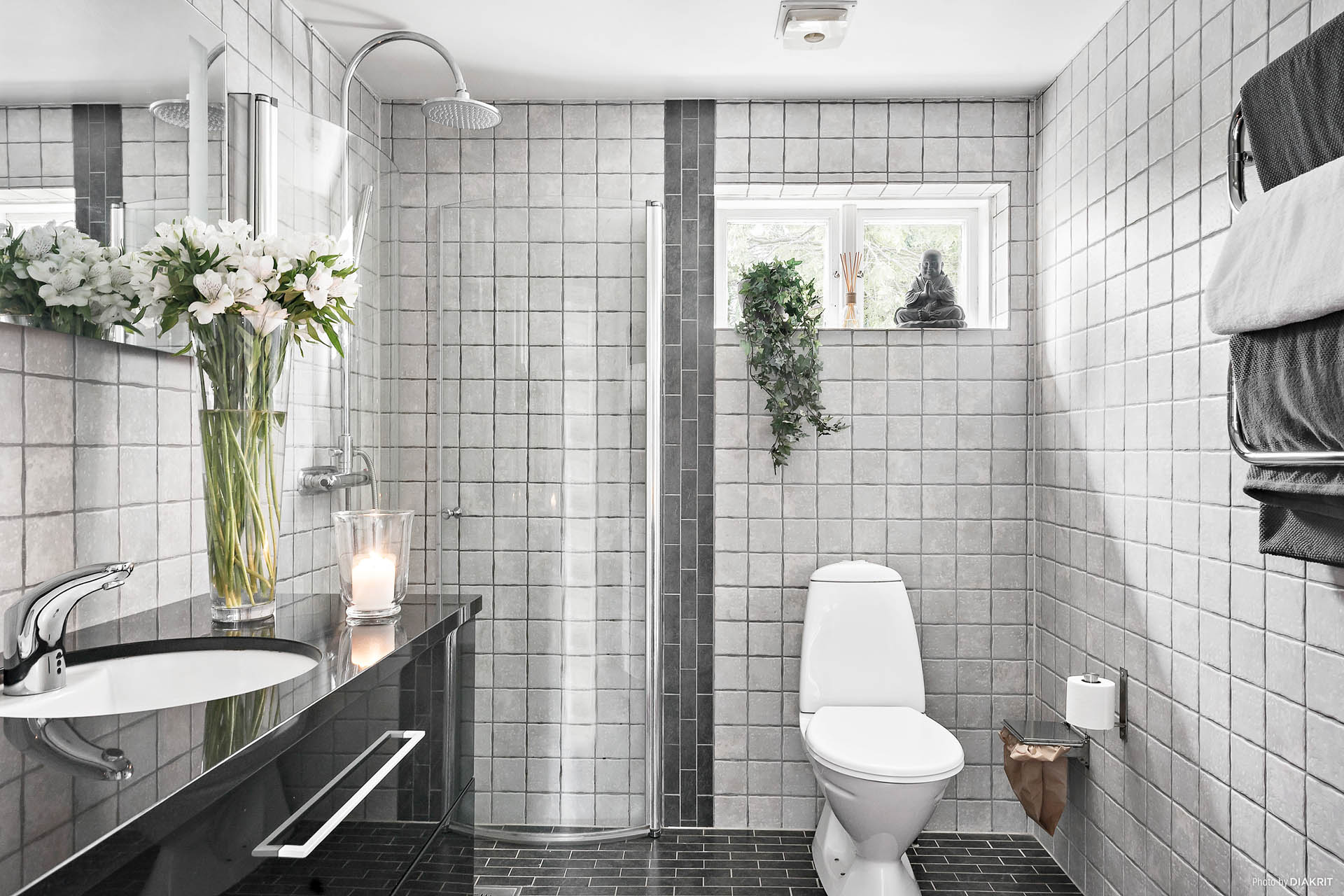 Helkaklat badrum, renoverat av fackmän.