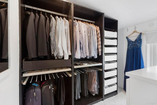 Walk-in-closet i sovrum 1