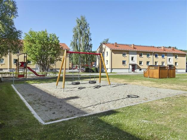Fin innergård med lekplats.
