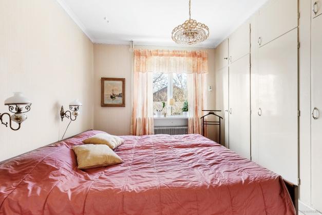 Sovrum på entréplan
