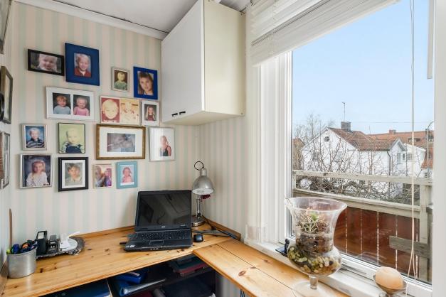 Litet halvrum vid hallen - plats för lilla kontoret?