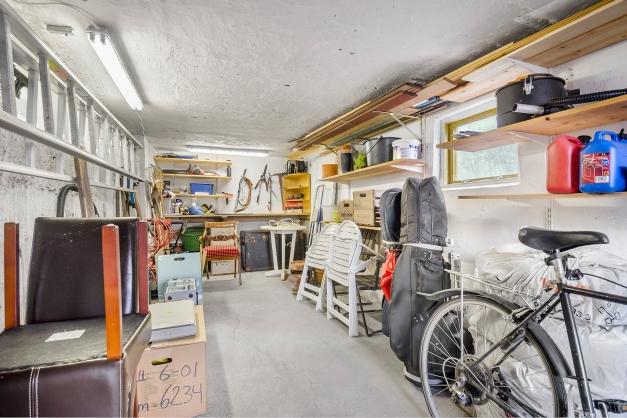Garaget är rymligt och djupt