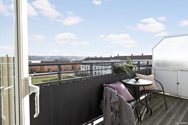 Den stora takterrassen i söderläge med utsikt över innergården!