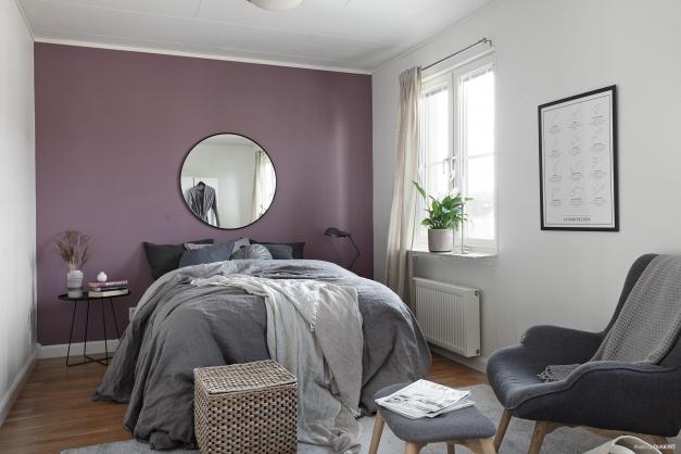 Större sovrum (1) som går att göra till två.