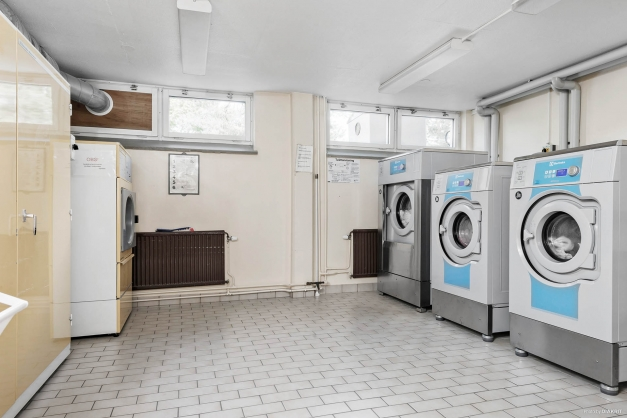 Modern tvättstuga belägen i samma trapphus