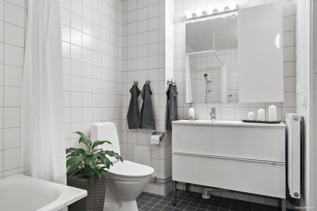 Helrenoverat och stambytt badrum