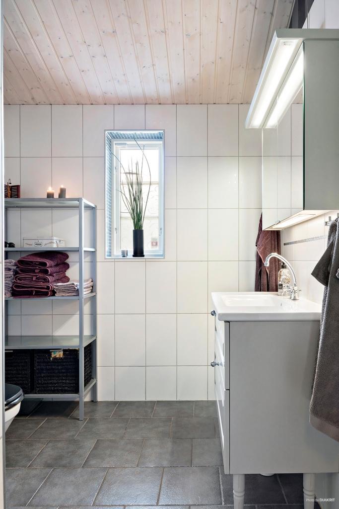 Badrum med dusch i den tillbyggda delen