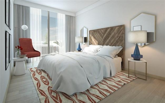 Stort sovrum med stort fönsterparti