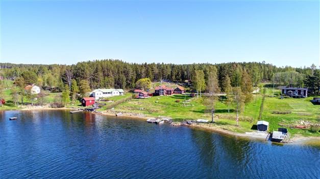 Välkomna till Hagafjärden 208 - Fastighet med havsläge och egen strand!