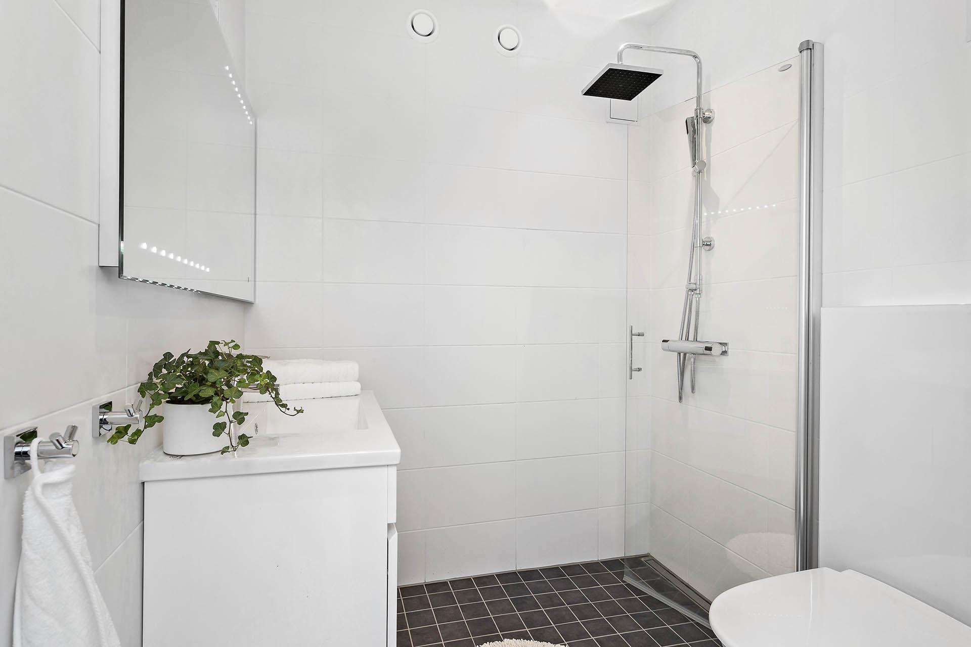 Nyrenoverat badrum.
