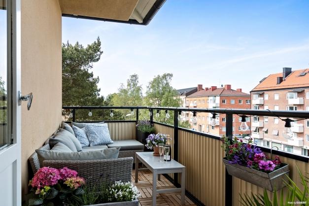 Rymlig balkong i västerläge
