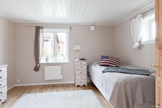 Sovrum/arbetsrum vid vardagsrummet