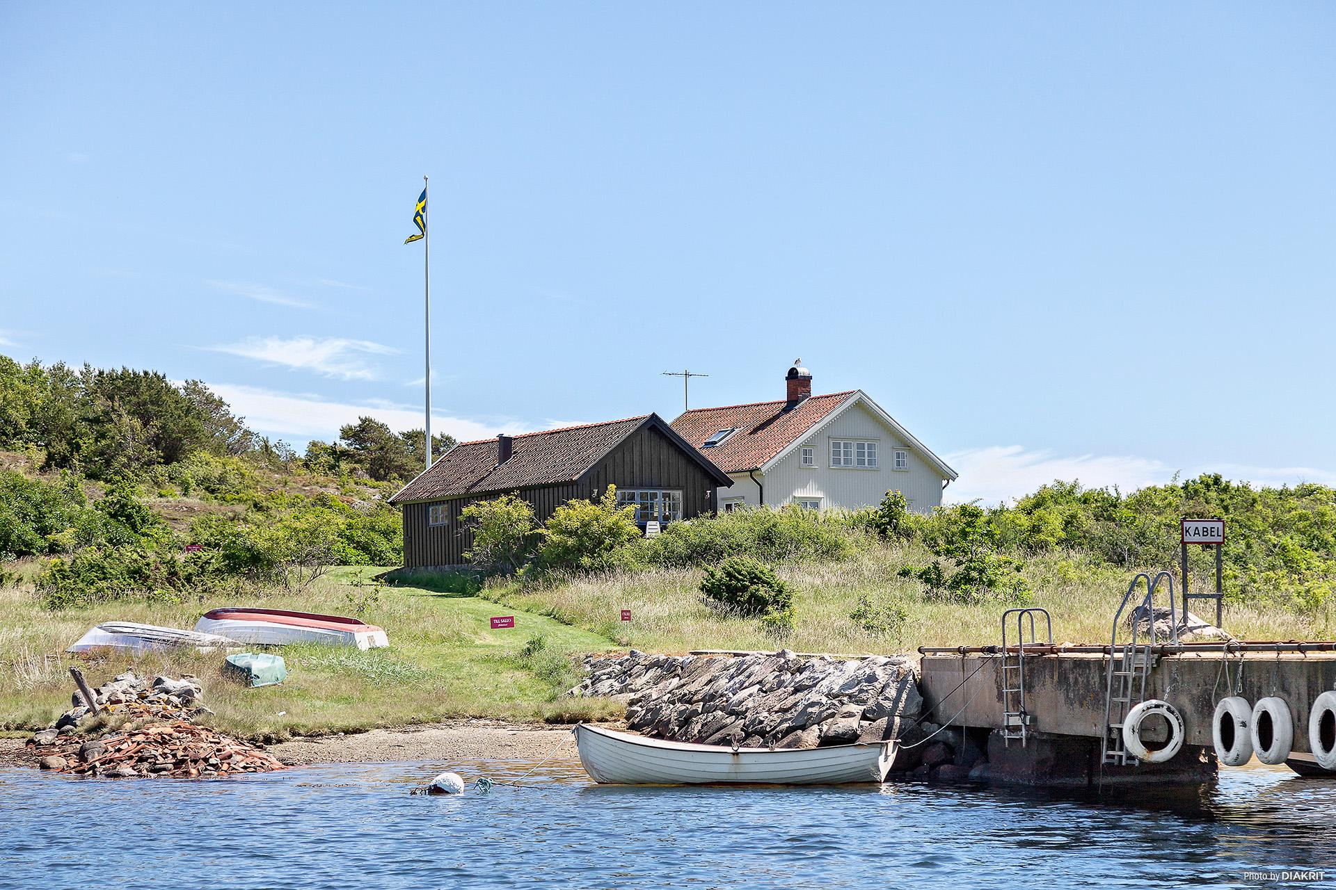 Fastighet med villa samt gästhus.