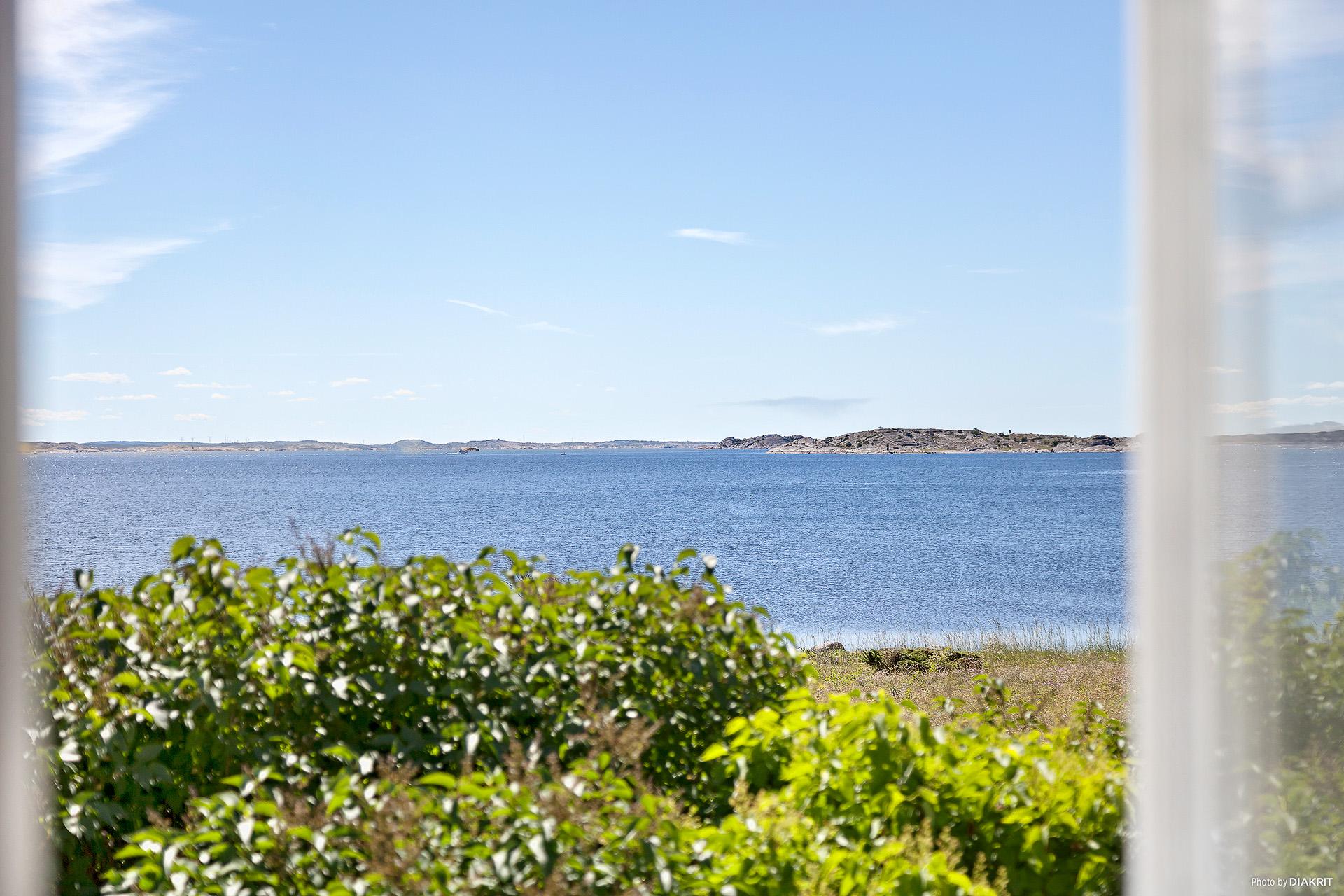 Utsikt från vardagsrummet mot Kosterhavet och den södra skärgården.