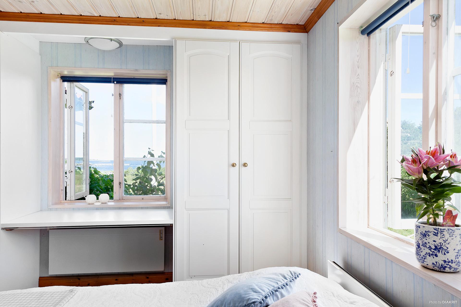 Sovrum på första våningen med utsikt mot Norr.