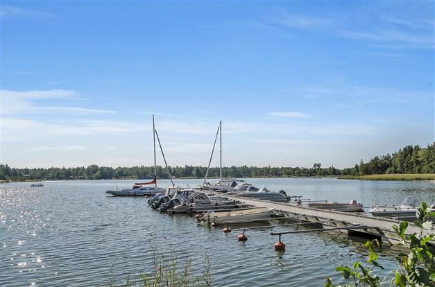 Området nere vid båthamnen