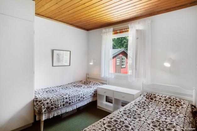 Ett annat av husets sovrum med plats för 2 bäddar.
