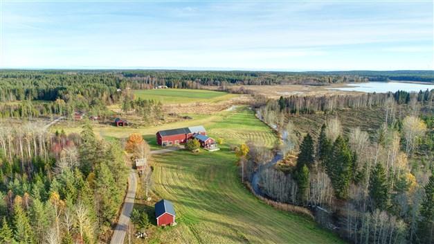 Välkommen till Sunnån 116 - hästgård med lantligt läge och tillhörande mark!