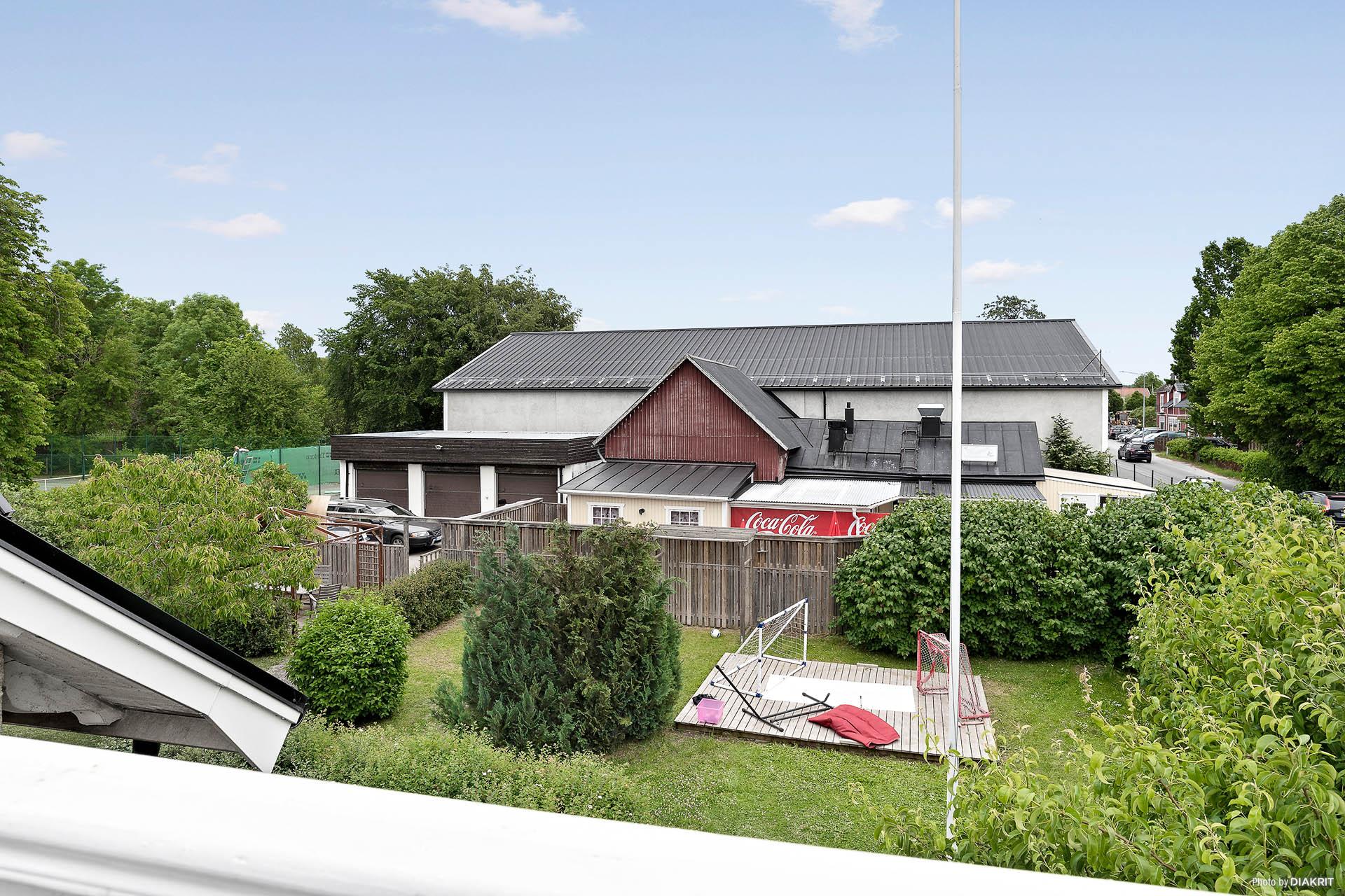 Trädgård och garage